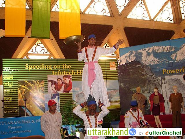 Artists at Uttarakhand Pavilion
