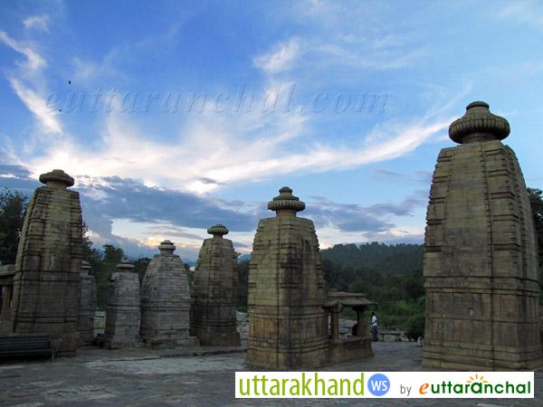 Baijnath Temples with awesome Backgrond