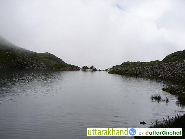 Hemkund Sahib from the rear end of Lake